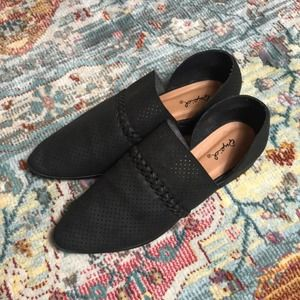 Qupid   Black Pointed Toe Perforated Flats Size 9